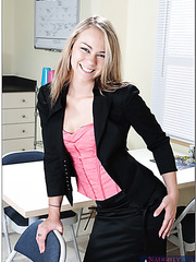 Pretty and radiant blonde babe Melanie Jayne knows how to seduce her colleague