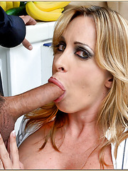 Exceptional blonde Jennifer Steele likes to cook and suck some hard cocks