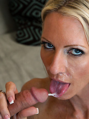 Alluring mature blonde Emma Starr showing her dick sucking experience