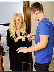 Winsome babe Erica Lauren realizing her dirty dreams with young guys