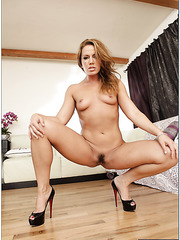 Sexy housewife Inari Vachs loves stripping and playing with wet sissy