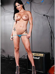 Winsome hooker Jewels Jade shows her sportive body and fingers pussy
