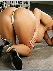 Slutty milf Holly Halston showing her awesome body and rubbing ass