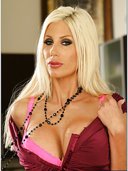 Arresting wife Puma Swede demonstrates her awesome forms in the kitchen