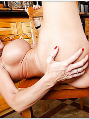 Bright mature Deauxma seduces sexy guys and swallows their dappers