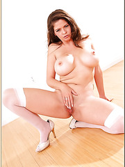 Jolly babe June Summers showing her awesome forms and getting dirty
