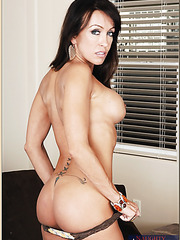 Snazzy milf Kristina Cross showing dreamy body and fingering hard