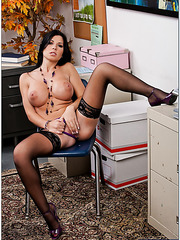 Rebeca Linares seduces her friend and gets his sperm on the lips