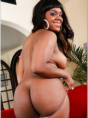 Ebony milf Samone Taylor surprises us with her huge breasts and awesome facial