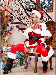 Christmas blonde treasure with big tits Nicole Aniston meets two lucky boyfriends