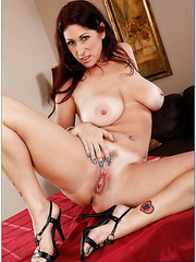 Adorable slut Tiffany Mynx working with hairy sissy and squirting