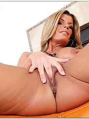 Topnotch babe Kristal Summers showing her tight shaved vagina and masturbating