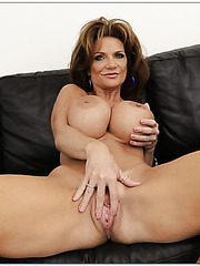 Booty mature Deauxma demonstrates her shaved vagina and masturbates