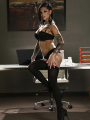Exquisite and unique office lady with hot tattoos and nice tits - Bonnie Rotten