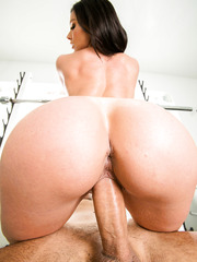 Super hot and busty babe Kendra Lust gets fucked in the gym