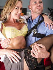 Fancy Brandi Love doing her best to make her new friend fully satisfied