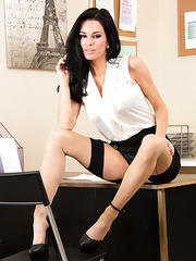 Gorgeous mature Veronica Avluv likes posing on the table and jilling pussy