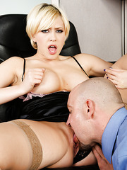 Smiley slut Kagney Linn Karter prefers when her pussy is licked and fingered