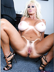 Alluring mature Brittany O'Neil fucking hard in office and reaching satisfaction