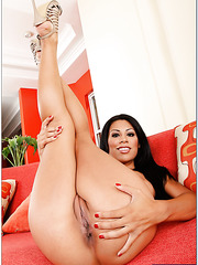 Sultry milf Cassandra Cruz loves playing with pussy and making deepthroats