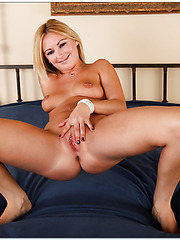 Charming bitch Skye Daniels riding a big dick and getting fully satisfied