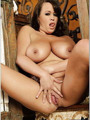 Curvy milf Brandy Talore loves making titjobs and tasting delicious load