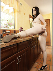 Goodly babe Kimberly Kane preparing dinner and fucking with her husband