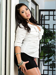 Asian babe London Keyes enjoying big cocks and reaching multiple orgasms