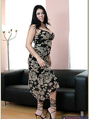 Seductive milf Olivia O'Lovely needs to be pounded several times per day