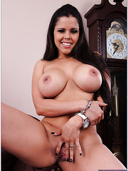 Stunning milf Diamond Kitty is a true professional in making hot blowjobs