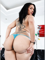 Brutal babe Elena Heiress showing amazing ass and swallowing a big dick