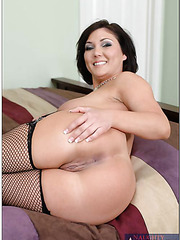 Victorious milf Claire Dames shows her cool body and waits for a big cock