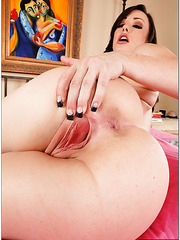 Perfect lover Jennifer White enjoys playing with pussy and swallowing dicks