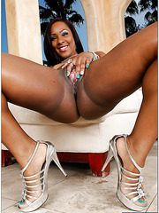 Curvy milf Ms. Platinum showing big chocolate ass and making a blowjob