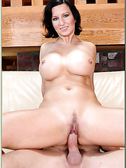 Charming milf Cynthia Pendragon shows amazing boobies and tastes a cock