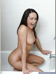 Attractive milf Michelle Lay pleasing her boyfriend while taking a shower