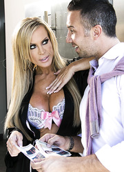 High-class pornstar Amber Lynn prefers to be drilled in all possible holes