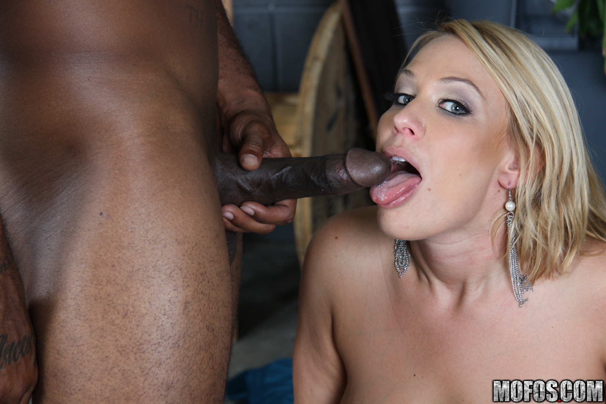 Interracial cum swollowing