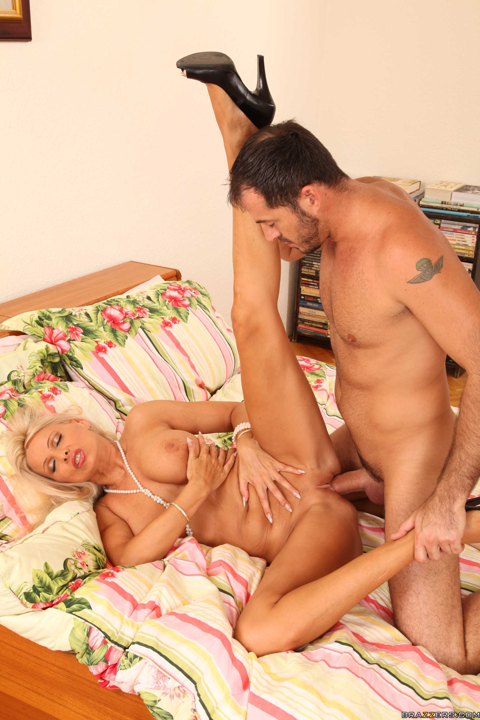 Milf winnie is fucked in the ass amp pussy