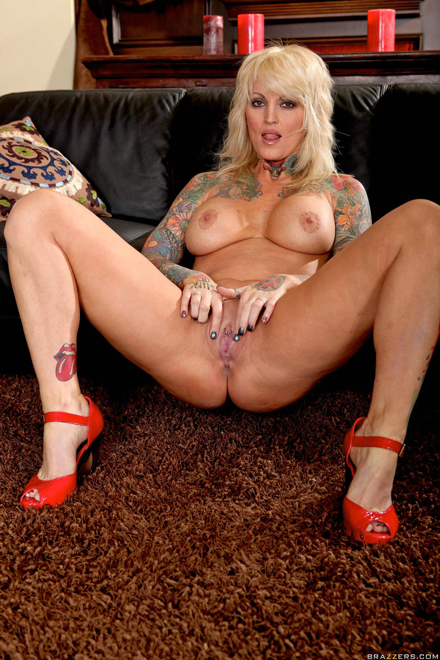 Hot tattoed blonde mom pucker her ass hole