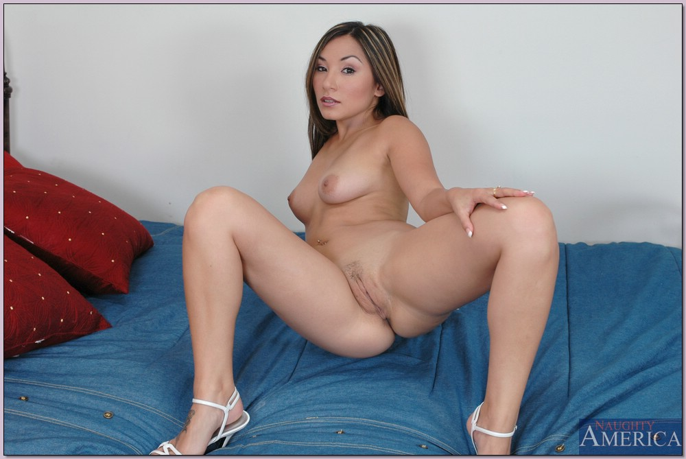 Roxy Jezel - Housewife 1 On 1