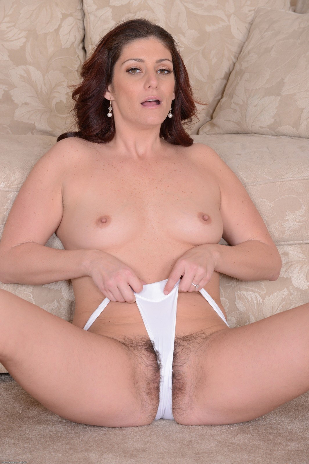 Alicia silver plays with her pubes and shows off 10
