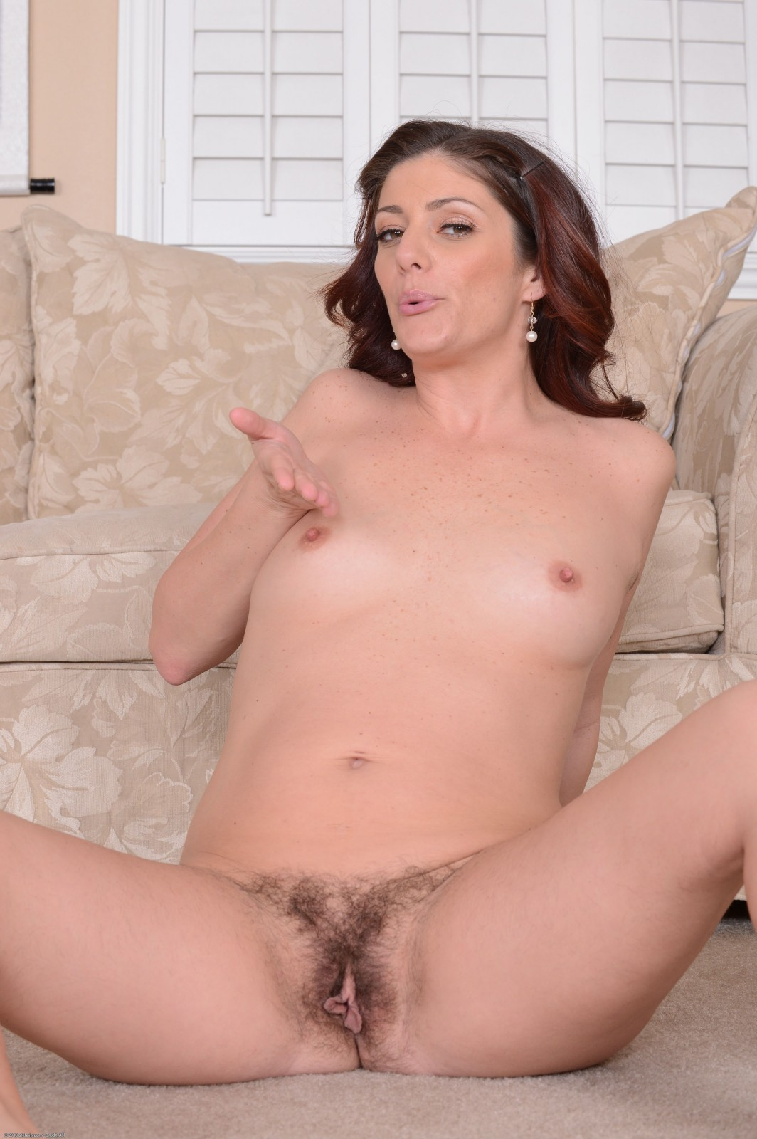 Alicia silver plays with her pubes and shows off 7
