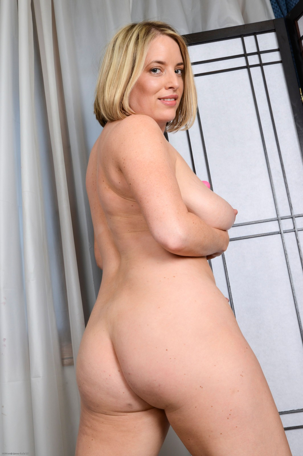 Busty blonde maggie green cums with big toy 2