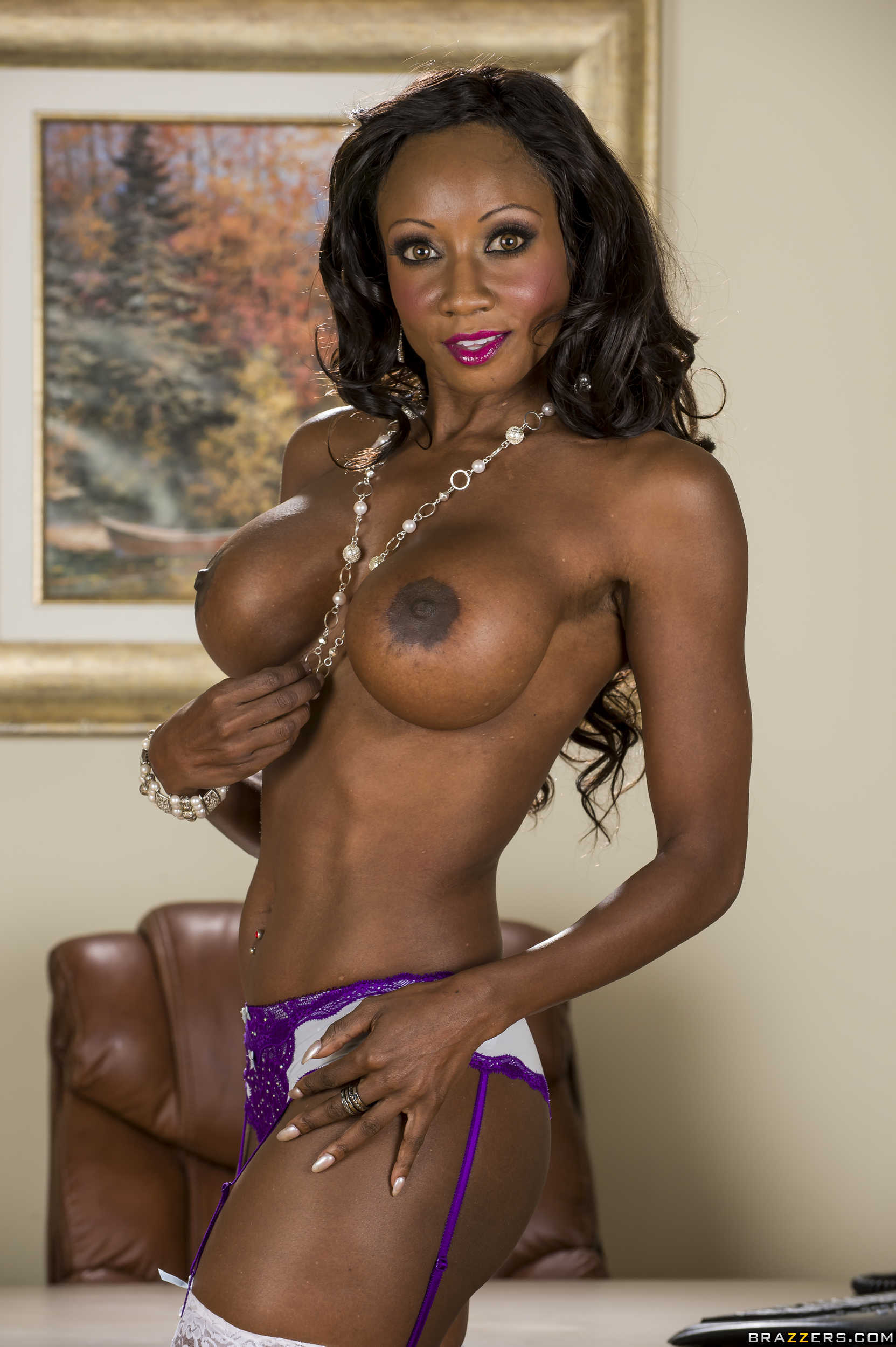 Adaptable ebony milf diamond jackson needs hard sex