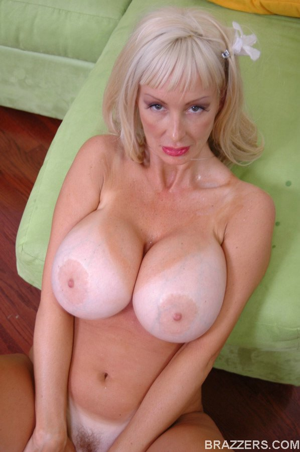 Fantastic mature blonde Britney O'Neil amazes with her ...