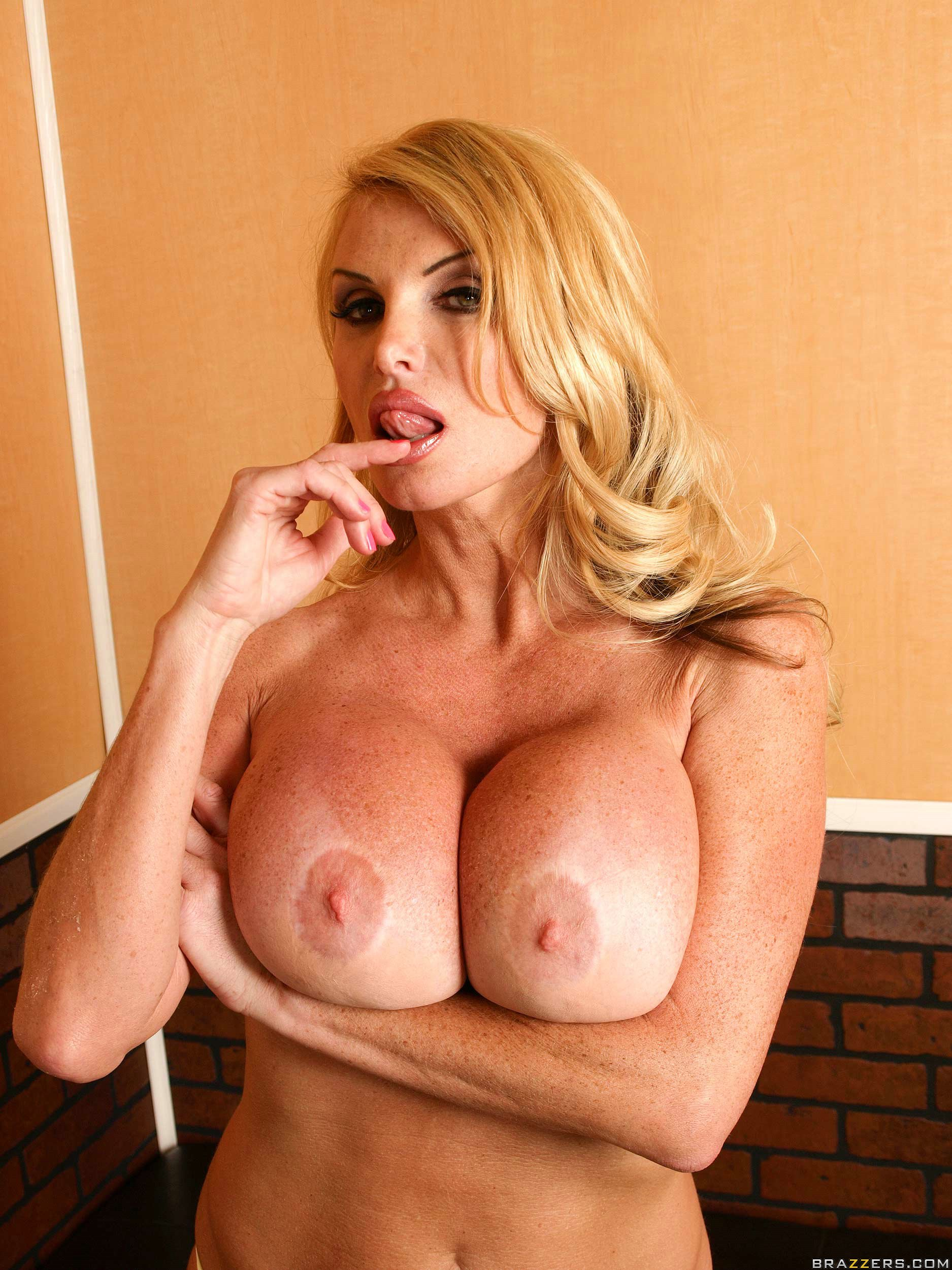 gorgeous face huge breast and amazing experience by