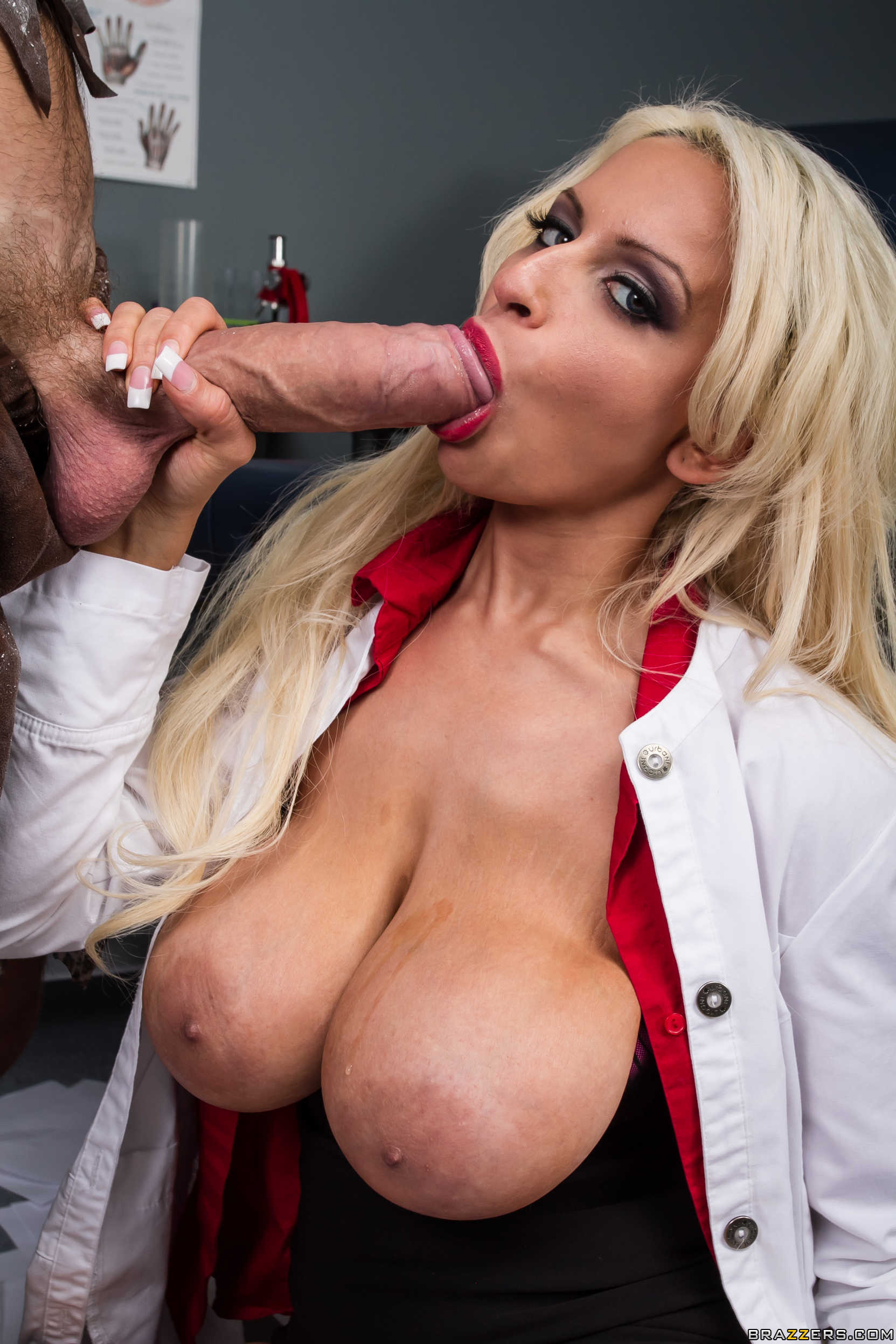 Crazy anal fuck with a gentle and cute blonde slut Holly ...