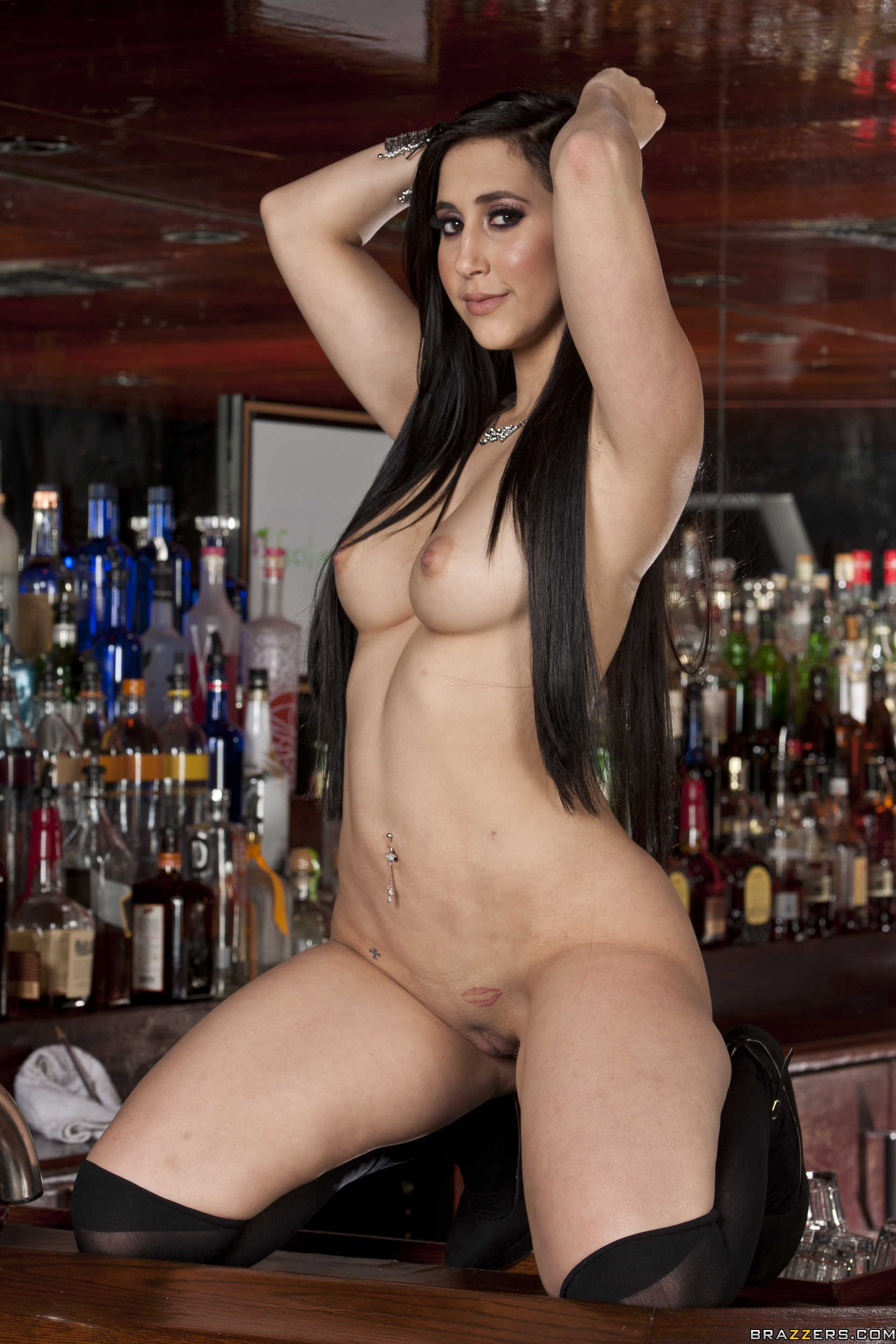 Long haired brunette babe Tia McKenzie spreads her shaved ...