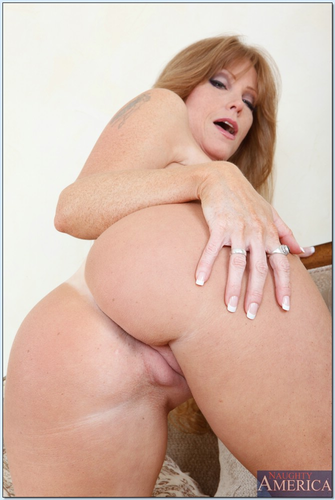 Horny Wifey Darla Crane With Ginormous Tit Titis
